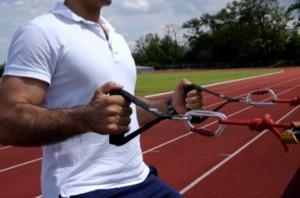 Exklusive Trainer aus Wiesbaden trainiert in der freien Natur mit seinen innovativen sling core system